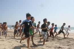 砂浜をランニング