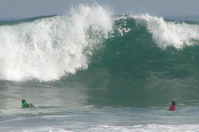 ファイナルヒートはダブルサイズの波の中